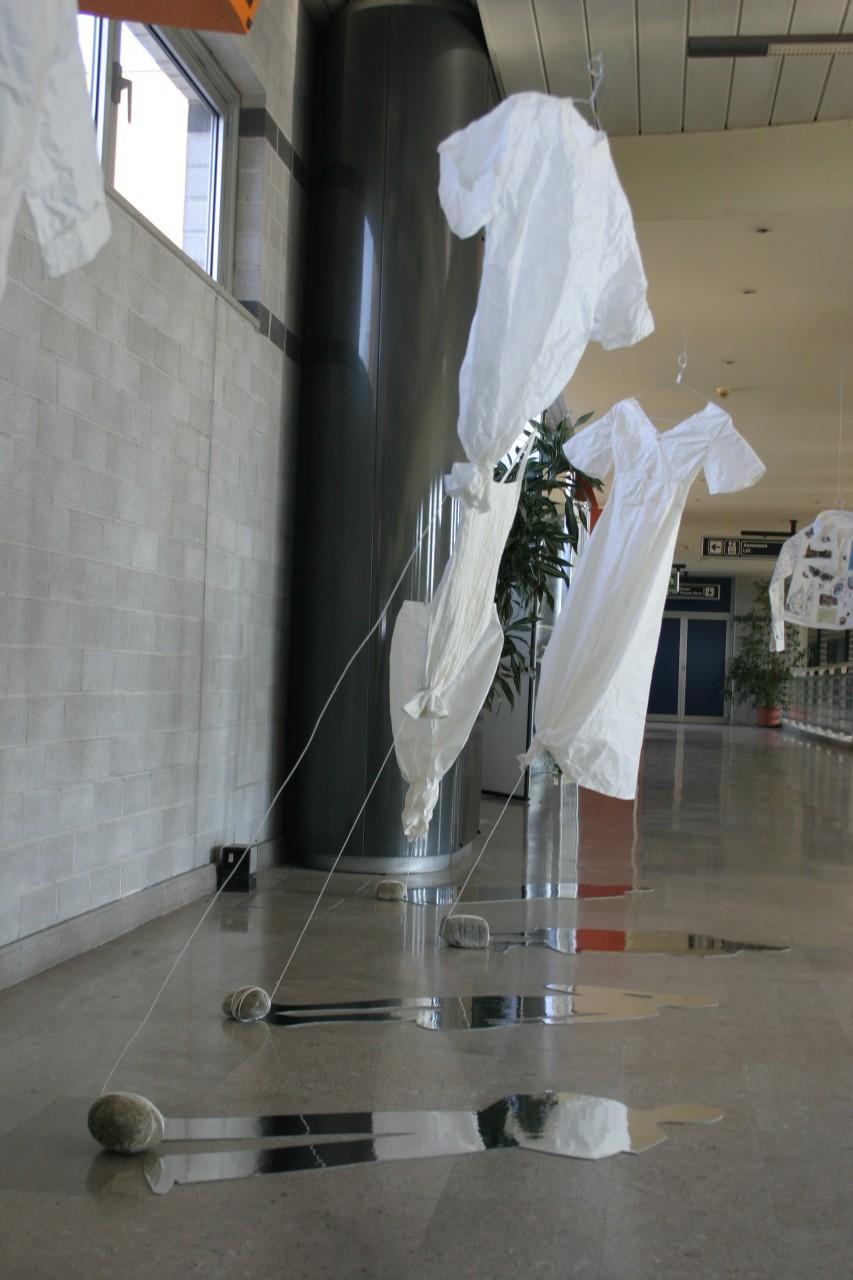 indumento cartaceo - Michela Del Degan - Aeroporto Ronchi dei legionari